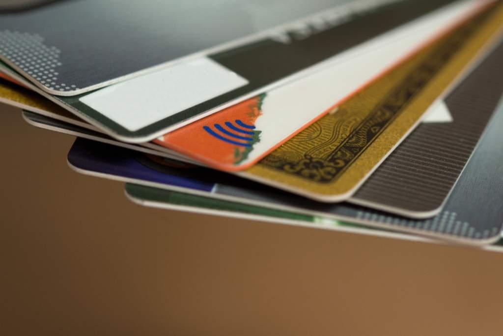 Amazonの支払い方法まとめ!コンビニ、デビッドカード、Vプリカなど豊富!
